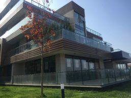 شقة جديدة  ٣+١ للبيع مع الحديقة في منطقة سردفان في مجمع سكني